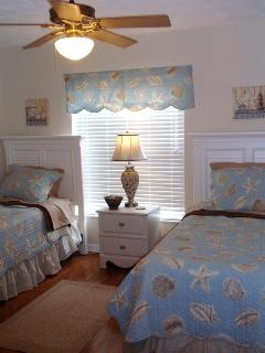 Second bedroom with two twins
