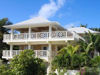Stunning 4 bed 5 bath home, Harbour Island