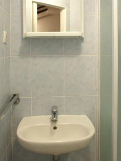 Apartment bathroom_2