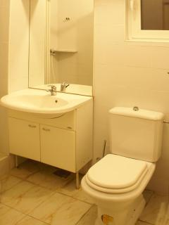 Twin room bathroom_1