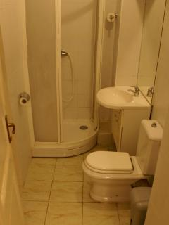 Twin room bathroom_2