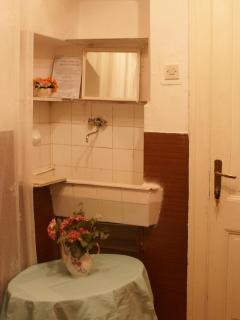Double room with shared bathroom_2