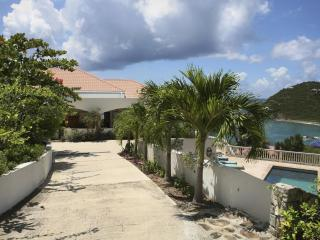 AcquaBlu Luxury Oceanside Villa, St. John