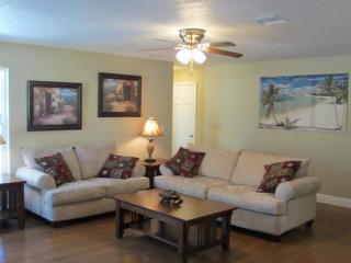 Beautiful New 2 Bedroom Home, walk To Vero Beach