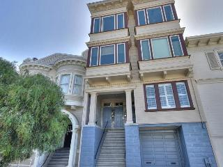Beautiful 2BR Victorian on Liberty Hill, San Francisco