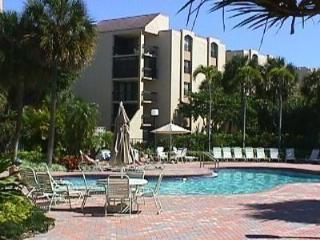 2BR / 2B Vacation Rental - Delray Racquet Club, Delray Beach