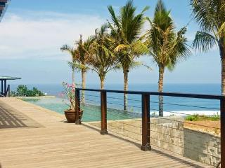 ABSOLUTE CLIFF BEACH FRONT 5* LUXURY CHEF DRIVER, Ungasan