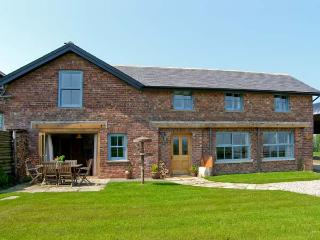 BOUSDALE MILL COTTAGE, luxury cottage with woodburner, king-size beds and
