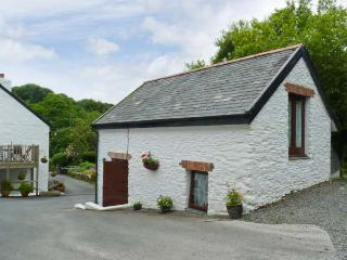 THE BARN - 'upside down' romantic cottage with shared games area, off road parking and lovely views Ref. 17733, Berrynarbor