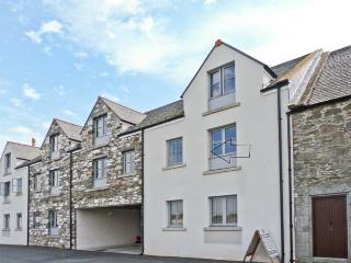 8 NINIAN'S LANDING, near local harbour, pet friendly, with off road parking, in Isle of Whithorn, Ref 18255