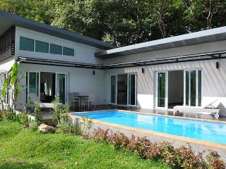 Tranquil Private Pool Villa Minutes from the Beach, Ko Lanta