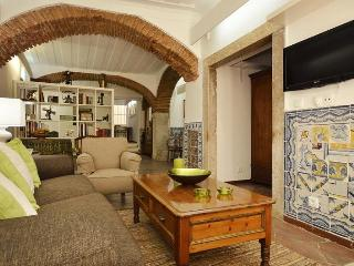 Large charismatic refined studio in best quarter, Lisbon