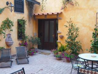 Apartment Cleo, courtyard, terrace, AC, wifi, park