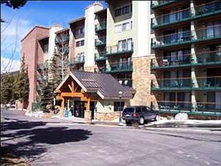 Short Walk to Town and Lifts - Ski-in/Ski-out (7023), Breckenridge