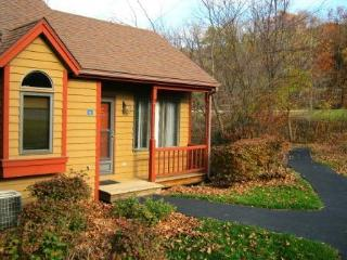 Enjoy a Cozy, Secluded, Affordable Galena Retreat!