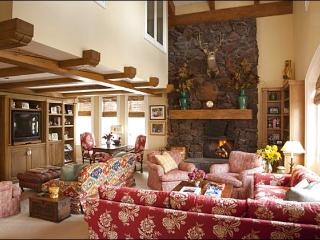 Large, Elegant Condo - Adjacent to the Lodge and Ice Rink (1147), Sun Valley
