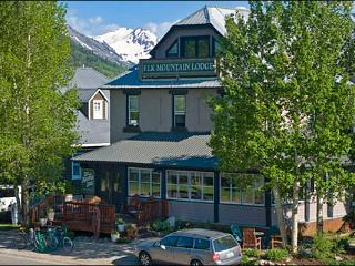 Elk Mountain Lodge Accommodations - Perfect for Single Travelers (1187), Crested Butte