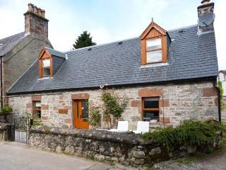 STONYWOOD COTTAGE, comfy cottage, dog welcome, near Loch Ness in Drumnadrochit, Ref 16240