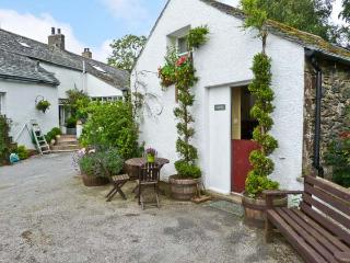 RANDEL, romantic pet friendly cottage, shared games room and grounds, pretty, Bassenthwaite