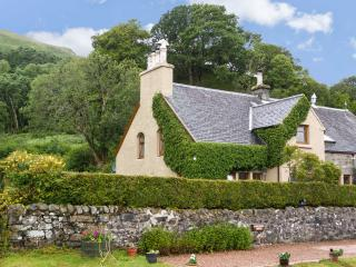 OLD SCHOOL HOUSE, character cottage on shores of loch, large gardens, cosy