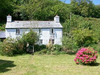 FOXGLOVES, near beaches, walks and Bodmin Moor, with off road parking and an enc
