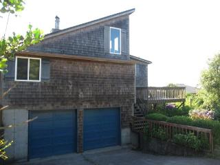 3 Bedroom, 2 bath in Cape Meares with a Hot Tub!