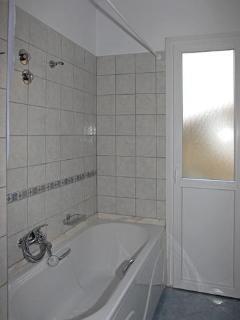 Mulberry Condo Main Bathroom