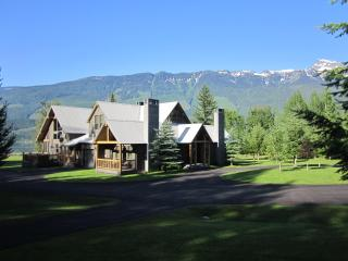 Secluded Mountain Estate on acreage near ski hill, Revelstoke