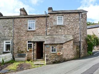 CRAGG COTTAGE, stone cottage, woodburner, patio, close pub in Lindale Ref 18424