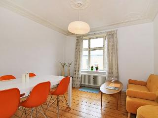 Bright Copenhagen apartment at Amagerbro metro, Copenhague