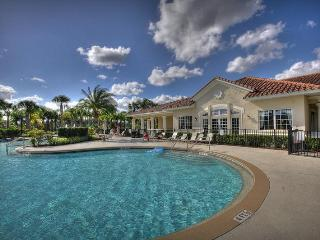 **2BR/2Bath Condo Near Disney–gated resort, free Wifi & parking