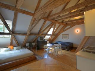 Lesser Town Loft Apartment, Praga