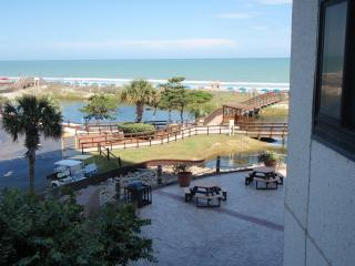 Fantastic Myrtle Beach Resort Sunsuite with Grill,