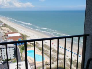Sun-Drenched SunSuite at Myrtle Beach Resort!