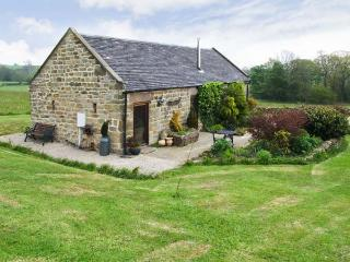 GARDEN HOUSE, luxury romantic retreat, woodburning stove, surrounded by countryside in Kirk Ireton, near Wirksworth, Ref 16787