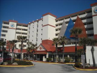 Direct oceanfront, poolside - $79/night !, Daytona Beach