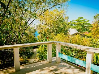 Charming & Spacious Seaside House, Negril