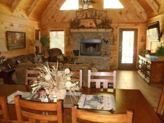 Luxury Log Home 3BR/2Bath  W/Hottub, Branson