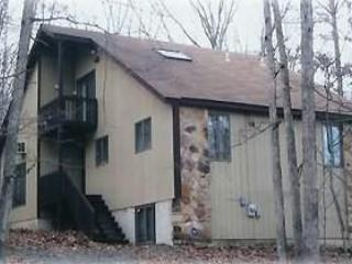 Midweek $495  Saw Creek 4 BR 2 BA, sleeps 12, Bushkill