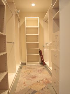 VRBO PH Master Bedroom Walk In Closet