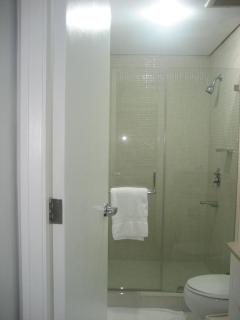 Very clean Bathroom with Glass-enclosed Shower