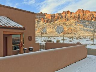 3BR w/ fireplace, pvt hot tub, unobstructed views, Moab