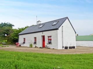 THE COTTAGE, near mountain walks, off road parking, lawned garden and sun-trap p