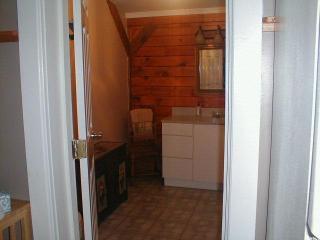 Large bathroom plenty of elbow room
