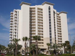 Oceanside condo! Heated pool! The best location!, Destin
