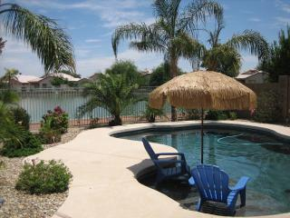 Beautiful Lake Oasis 4 bedroom/3 bath Private Home, Avondale