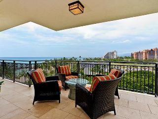 Lanai on 6th floor of Beach Tower, with comfortable seating and gorgeous view