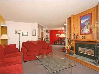 Cheerful 3BR Ski-in/Out Condo On the Blue River