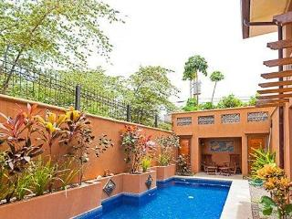 Lavish 3 bedroom villa w/ Private pool. Steps to the beach CV5