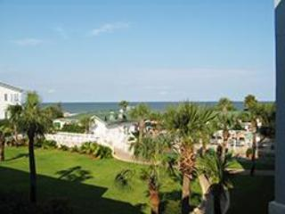 Oceanview 2 BR Condo, 3 Oceanfront Pools; 1 heated, Tybee Island